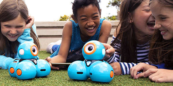 kids coding with Dash robots